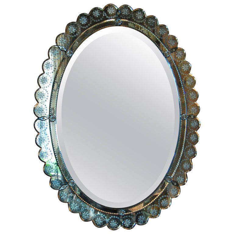 Oval Italian Art Deco Wall Mirror with Wheel Cut Designs, circa 1930-1940 For Sale