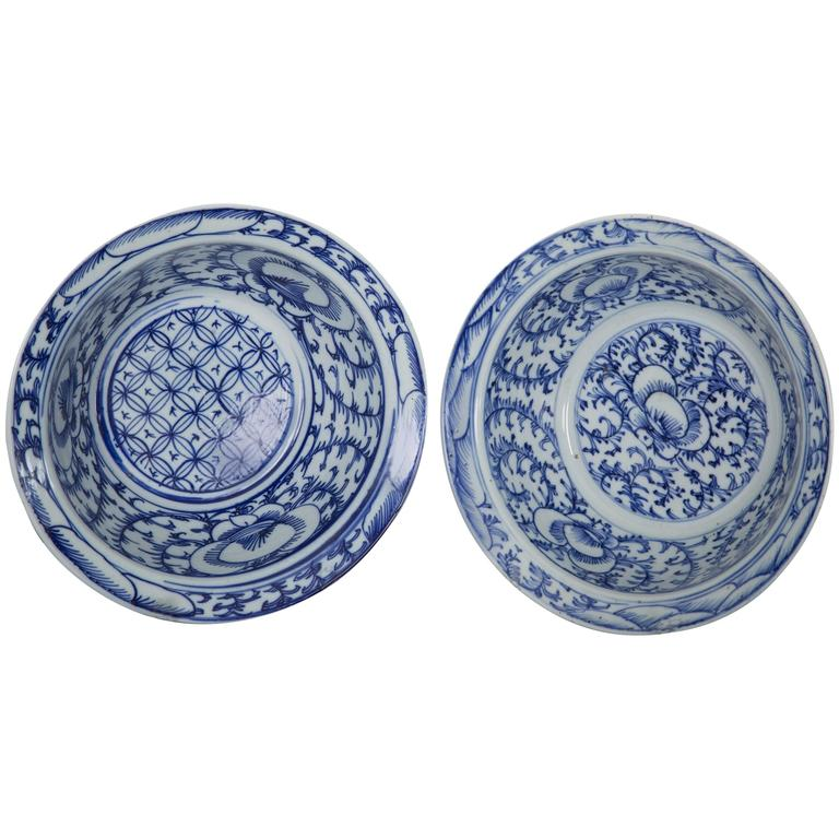 Pair of Chinese Blue and White Bowls For Sale
