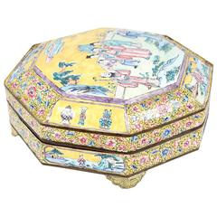 Turn-of-the-century Chinese Yellow Enamelled Famille Rose Serving Dish