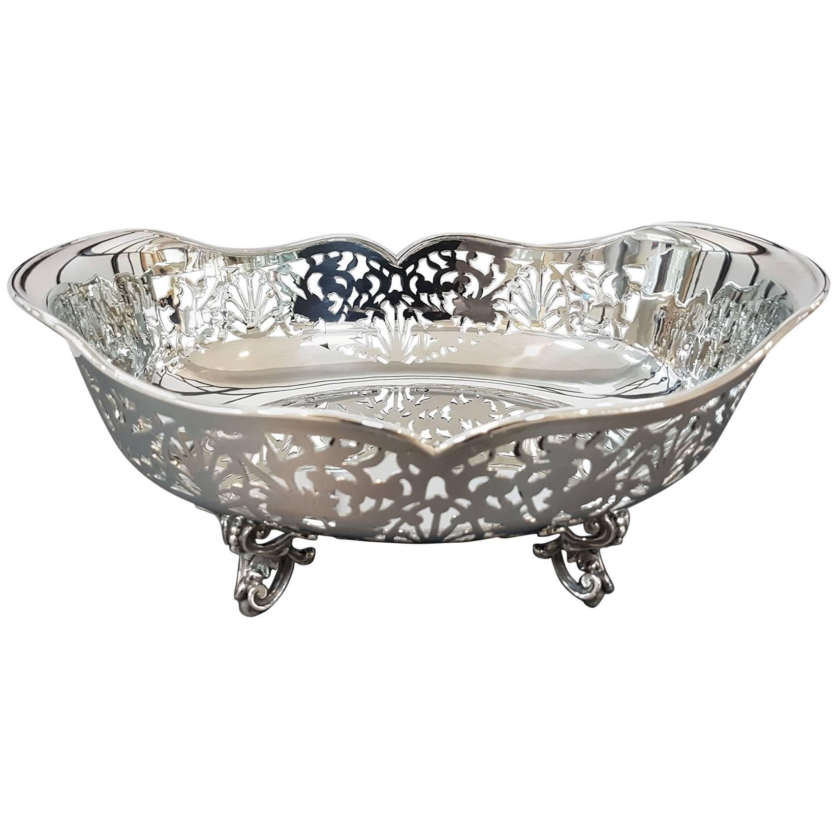 20th Century Pierced Sterling Silver Basket. Handicrafts made in Italy