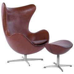 Pair of Arne Jacobsen for Fritz Hansen Egg Chairs and Footstools, Denmark, 1965
