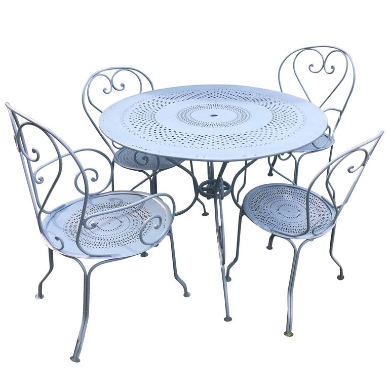french wrought iron five piece garden dining set with round table for sale at 1stdibs. Black Bedroom Furniture Sets. Home Design Ideas