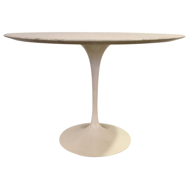 Tulip Table by Eero Saarinen 1