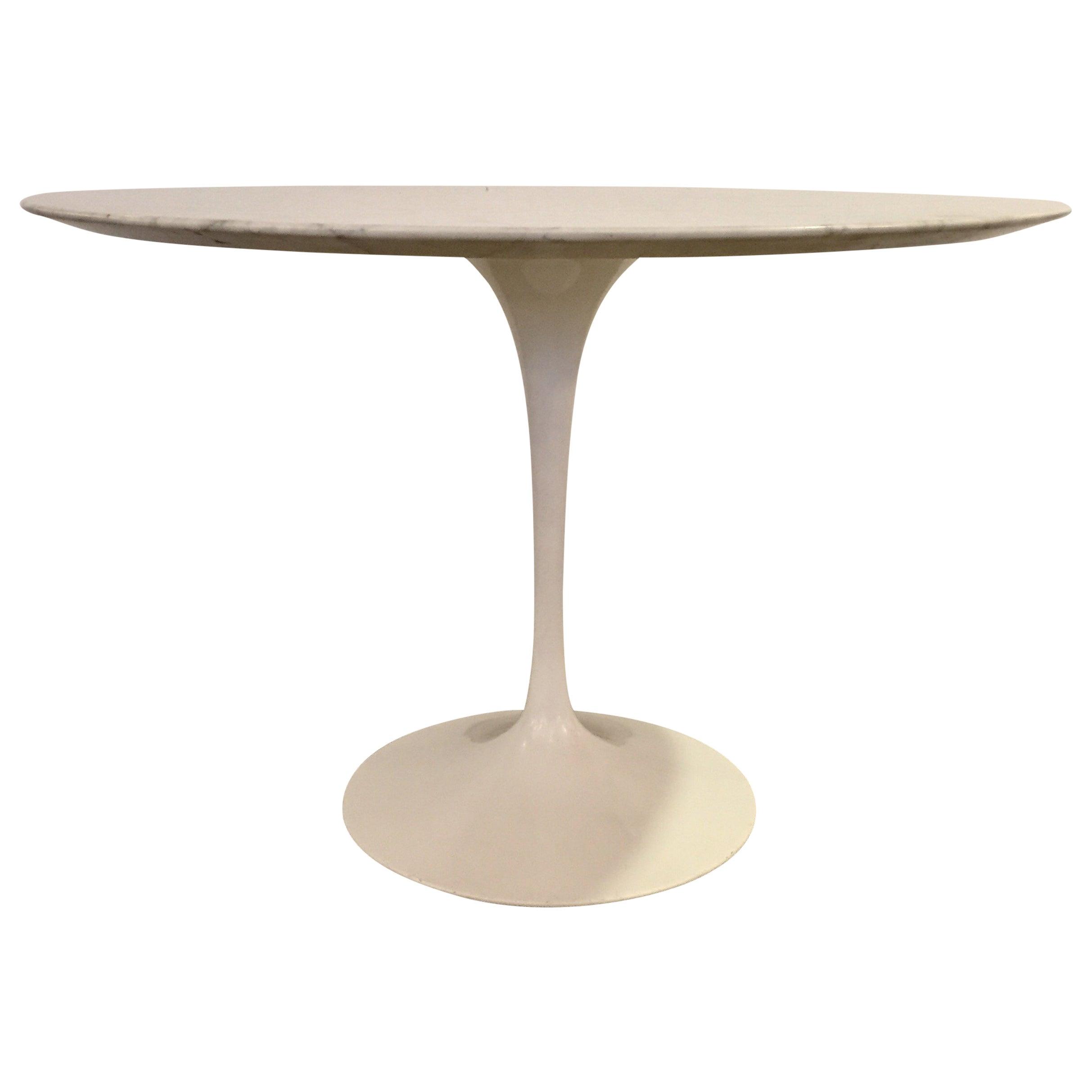 Tulip Table by Eero Saarinen