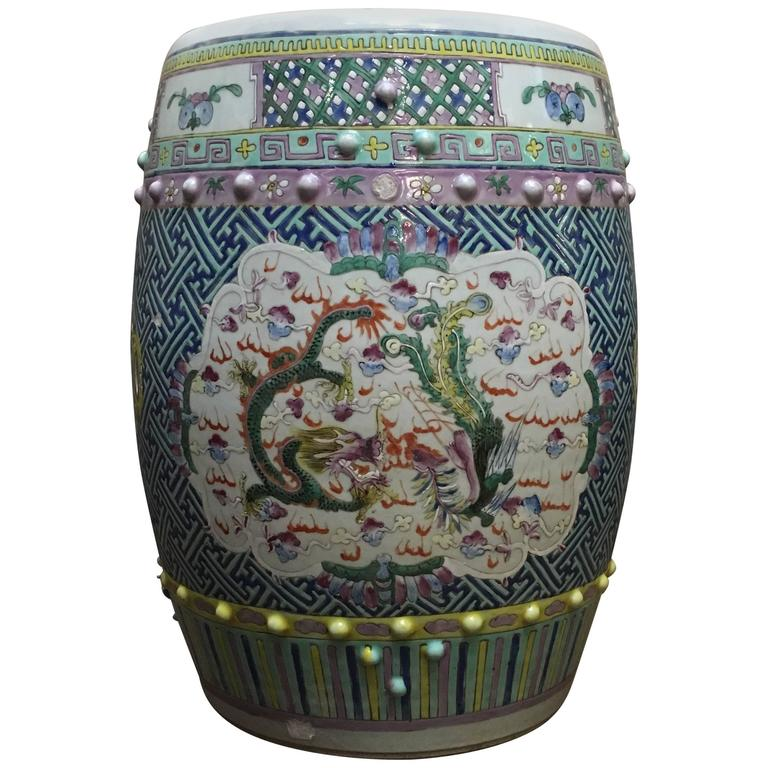 Delightful Chinese Qing Dynasty Famille Rose Dragon And Phoenix Porcelain Garden Stool  For Sale