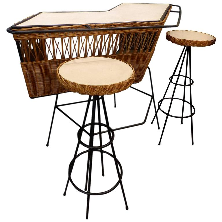 Fantastic Set of Italian Wicker Bar and Two Stools, circa 1960 1
