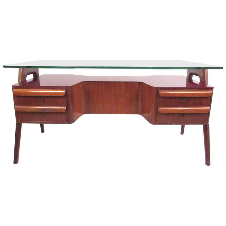 Vittorio Dassi Executive Desk