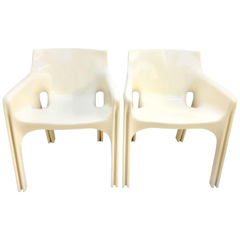 "1970'S Pair of ""Gaudi"" Molded Fiberglass Chairs by Vico Magistretti"