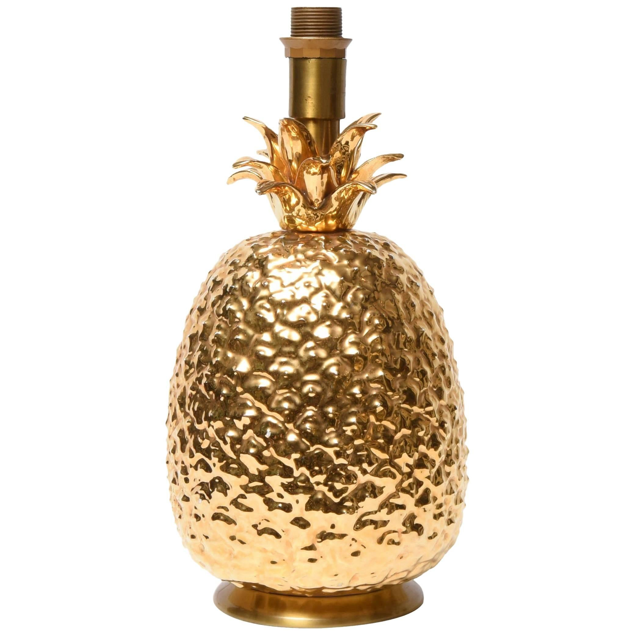 Captivating Gilded Ceramic Pineapple Table Lamp