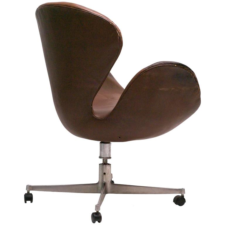 Very Rare Swan Desk Chair By Arne Jacobsen In Original Leather For