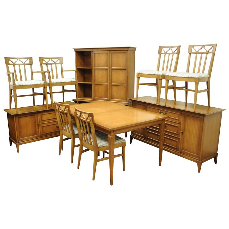 Mid Century Modern Broyhill Premier Dining Room Set Walnut Wood Invitation For Sale