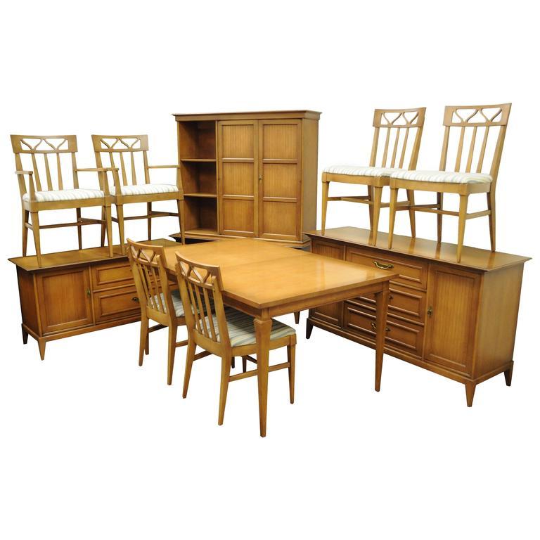 Incroyable Mid Century Modern Broyhill Premier Dining Room Set, Walnut Wood Invitation  For Sale