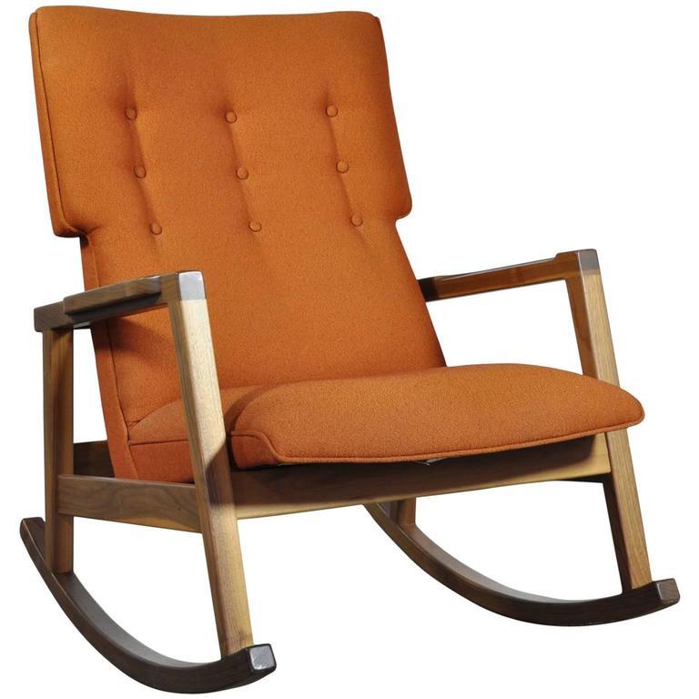 Etonnant Walnut With Wool Fabric Jens Risom Rocker Chair For DWR For Sale