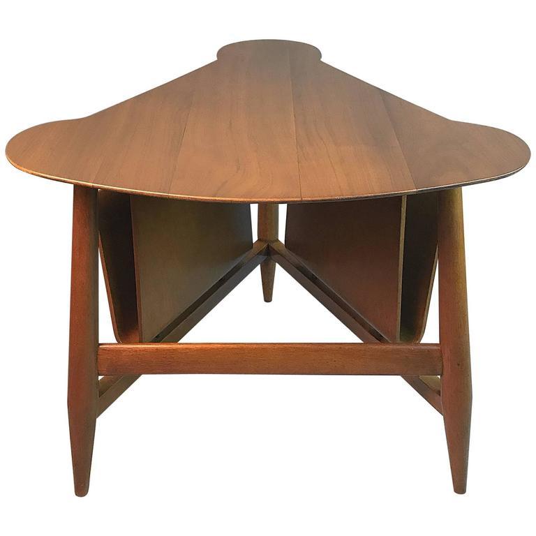 Edward Wormley For Dunbar Wedge Shaped Table In Sap Walnut Malabar
