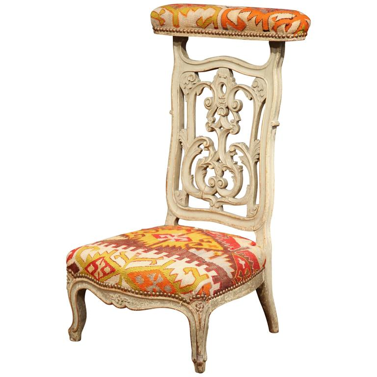 19th Century French Carved and Painted Prie-Dieu Prayer Chair with Antique  Kilim For Sale - 19th Century French Carved And Painted Prie-Dieu Prayer Chair With