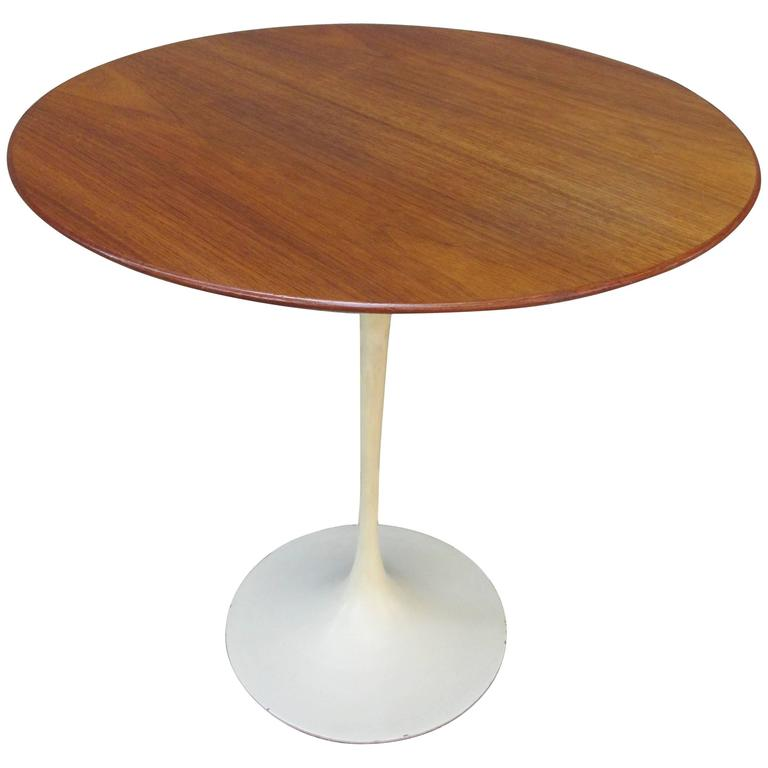 Saarinen for Knoll Round Walnut Tulip Table For Sale