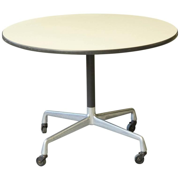 Attrayant Eames Aluminum Group Round Side Table On Casters For Herman Miller For Sale