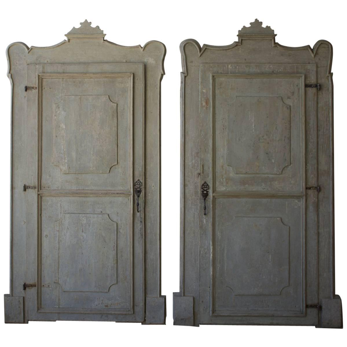 Ordinaire 19th Century Italian Doors With Carved Frame For Sale