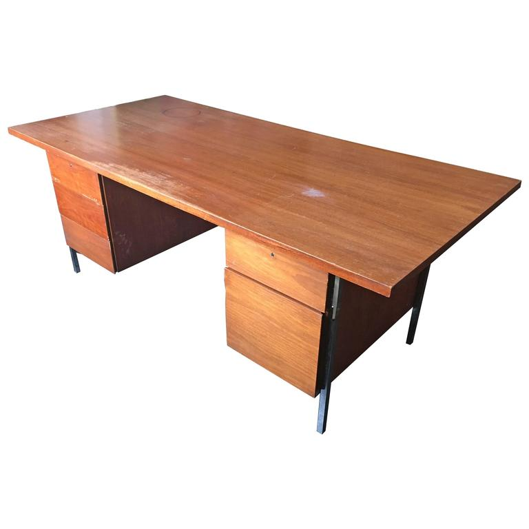Florence Knoll Walnut Executive Desk for Knoll Associates, 1960 1
