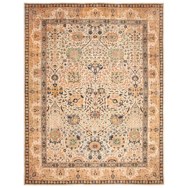 Antique Ivory Agra Indian Rug