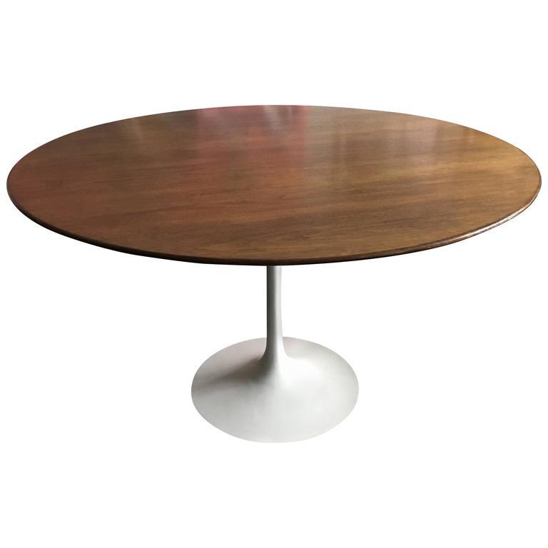 Eero Saarinen Walnut Tulip Dining Table for Knoll 1