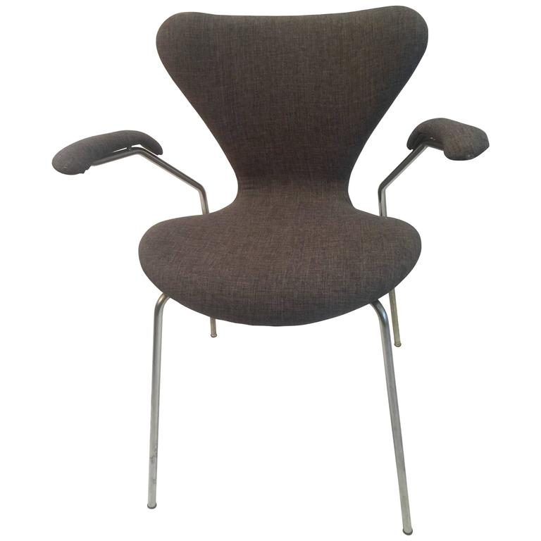 Arne Jacobsen for Fritz Hansen Series 7 Armchair in Grey Fabric