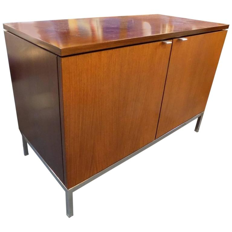 beautiful florence knoll buffet 20th century edition at. Black Bedroom Furniture Sets. Home Design Ideas