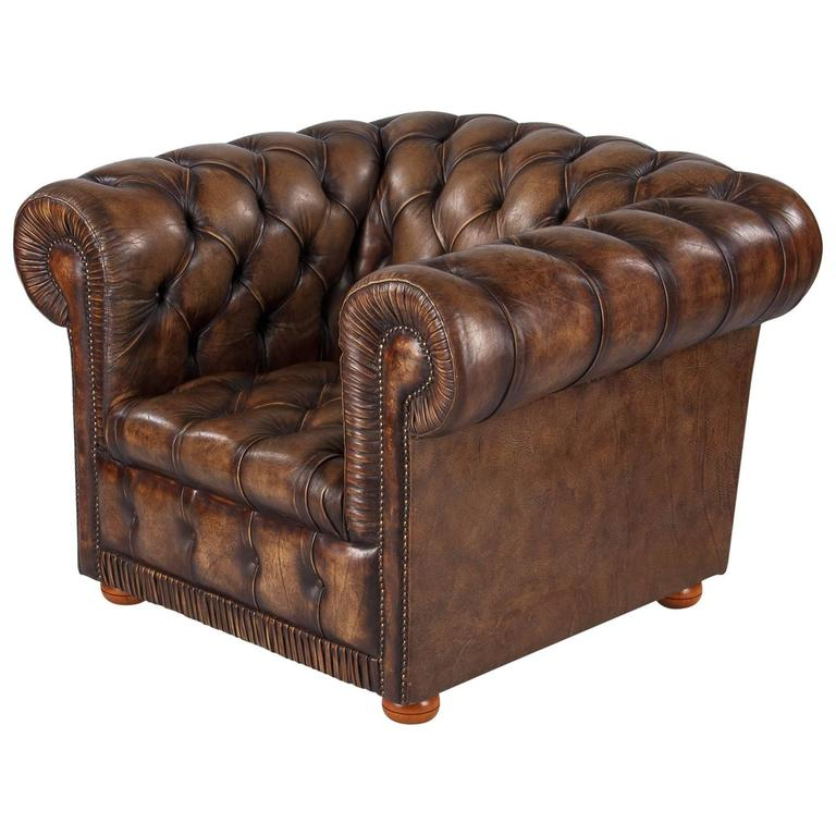 Attrayant Vintage English Chesterfield Armchair In Brown Leather, 1960s For Sale