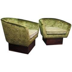 Pair of Green Velvet and Walnut Wood Basis Italian Art Deco Armchairs, 1940