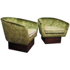 Pair of 1940 Green Velvet and Walnut Italian Art Deco Armchairs