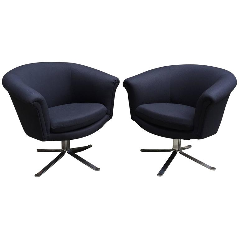 Etonnant Pair Of Nicos Zographos Modern Swivel Chairs For Sale