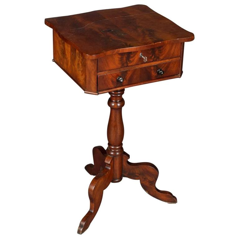 19th Century Antique Sewing Table Louis Philippe Mahogany Veneer For Sale - 19th Century Antique Sewing Table Louis Philippe Mahogany Veneer For