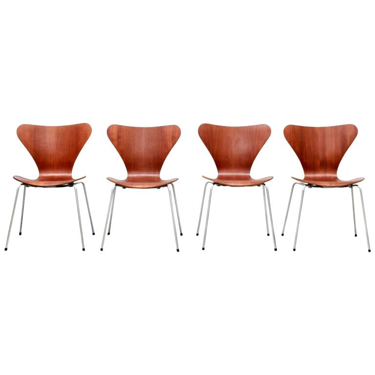 Danish Set of Four Arne Jacobsen Butterfly Plywood Chairs in Teak Model FH3107 1
