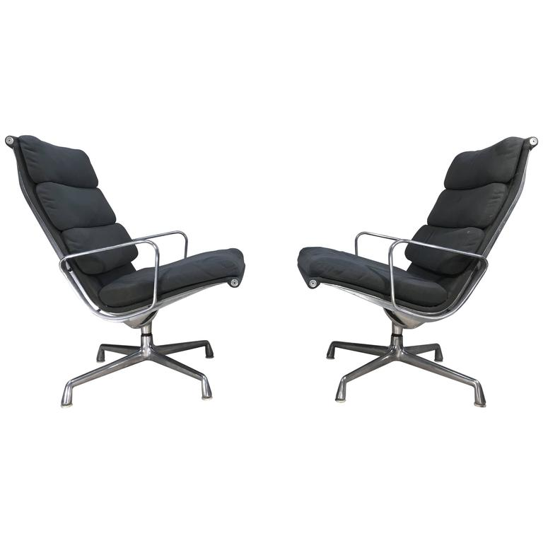 Two-Charles & Ray Eames Soft Pad Aluminium Group Lounge Chairs for Herman Miller