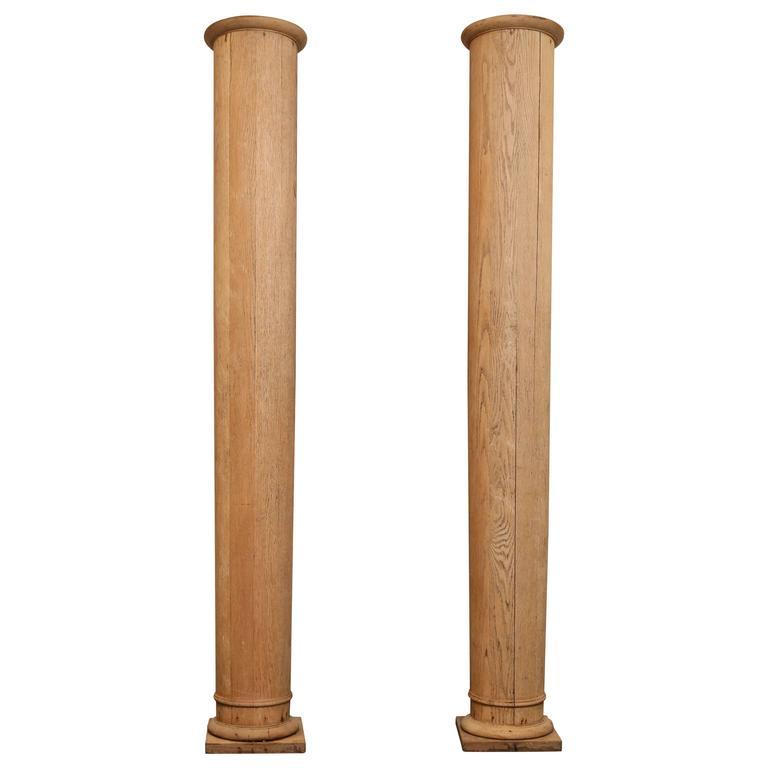 Charmant Pair Of 19th Century Oak Columns For Sale