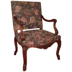 19. Jahrhundert Herrschaftlicher Neo-Barock Sessel aus Massivem Nussbaum