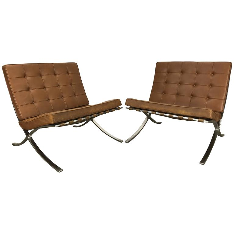 Elegant Pair Of Knoll Barcelona Chairs Tan Leather 1960s Mies Van Der Rohe For Sale
