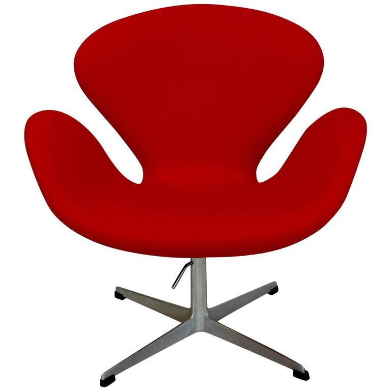Correctly Restored Arne Jacobsen for Fritz Hansen Adjustable Height Swan Chair 1