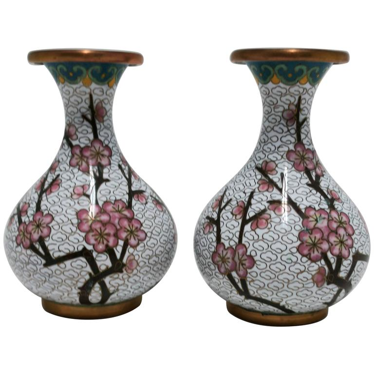 pair vintage white cloisonne vases for sale at 1stdibs. Black Bedroom Furniture Sets. Home Design Ideas