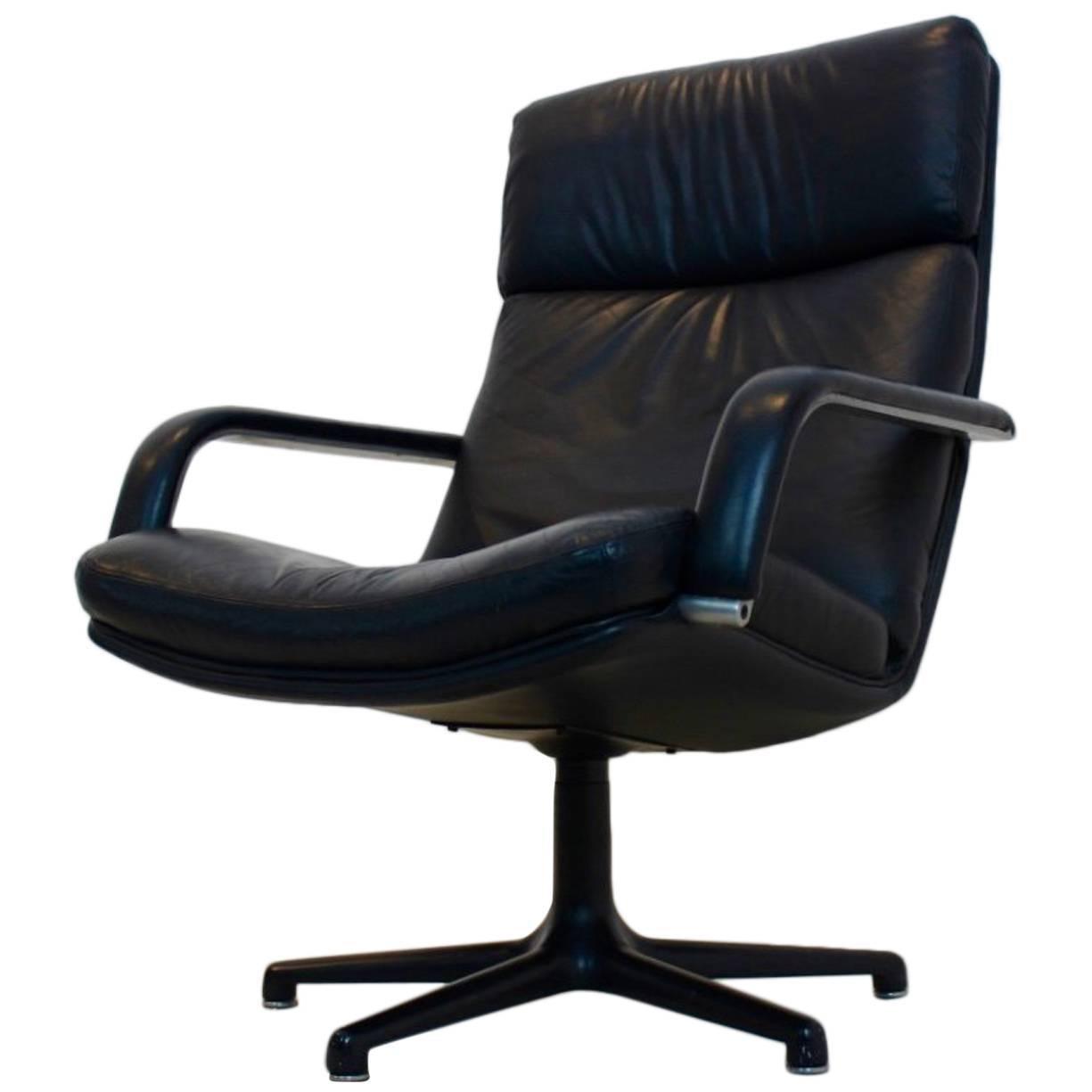 Perfect Original Artifort Swivel Lounge Chair F141 by Geoffrey Harcourt