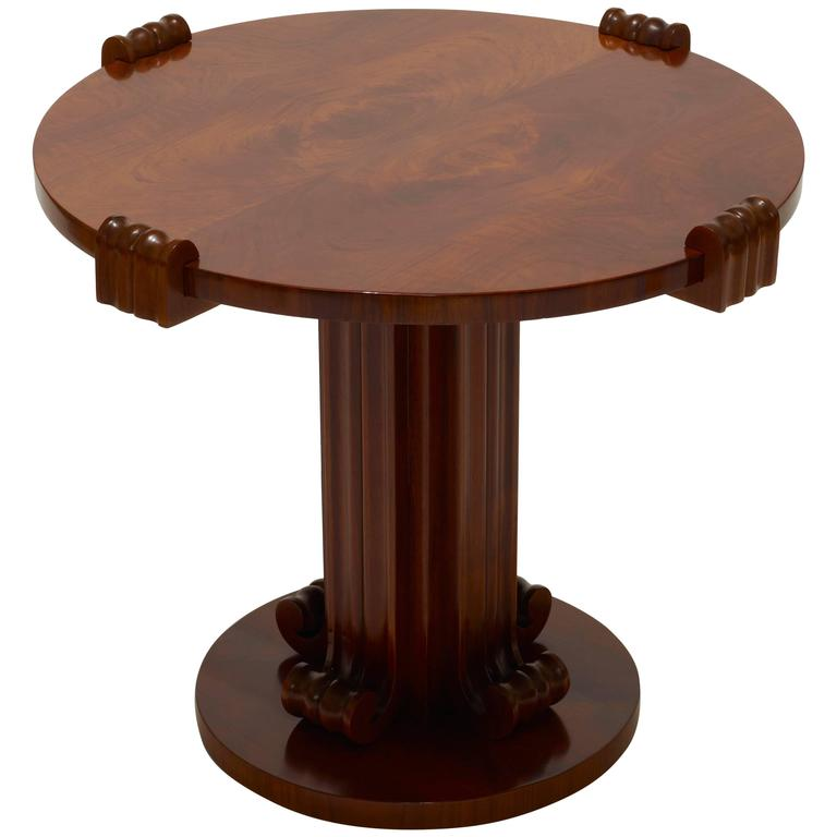 Iconic round table with sculptural base in figured walnut for Iconic tables