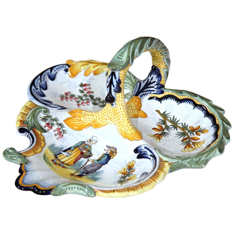 Mid-20th Century French Hand Painted Faience Dish Signed Henriot Quimper For Sale