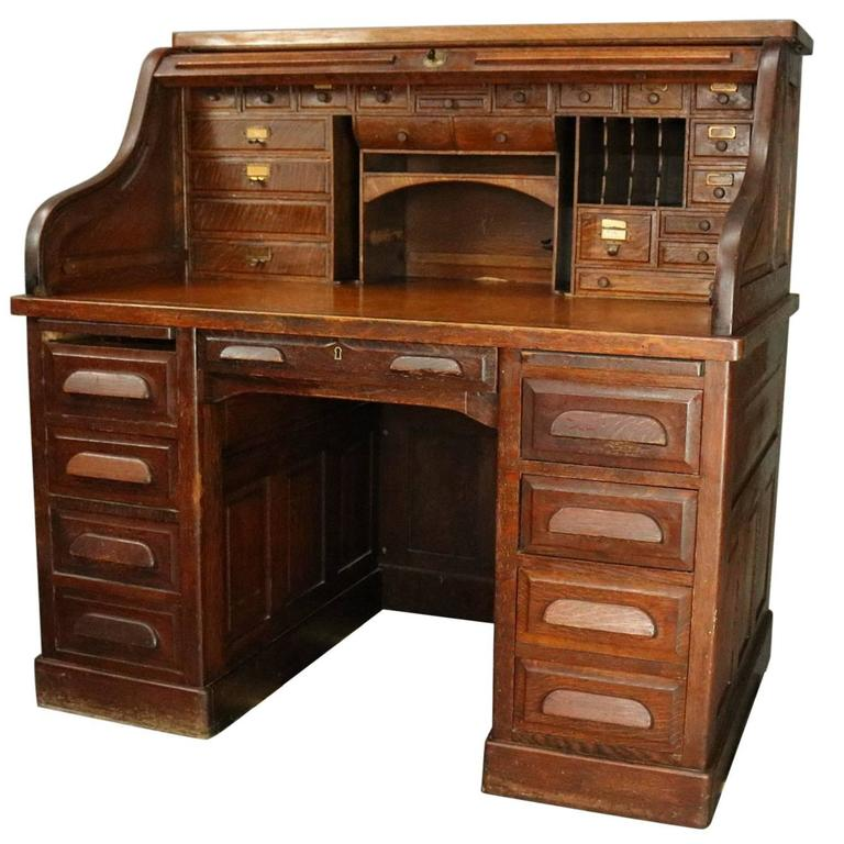 Antique Standard Furniture Co. Oak Raised Panel Roll Top Desk, circa 1890  For Sale - Antique Standard Furniture Co. Oak Raised Panel Roll Top Desk, Circa