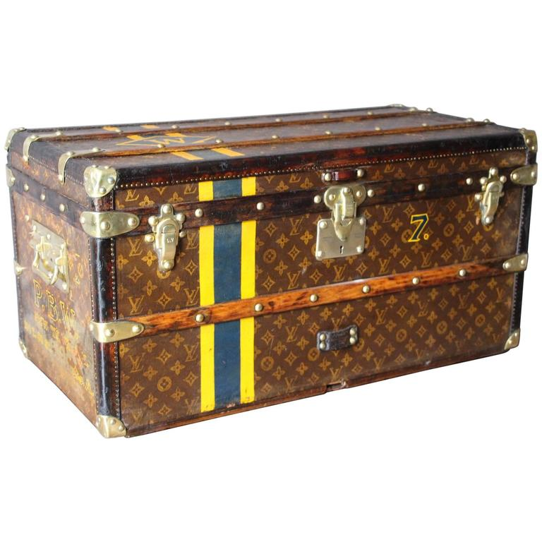 1920s small monogram louis vuitton steamer trunk malle louis vuitton for sale at 1stdibs. Black Bedroom Furniture Sets. Home Design Ideas