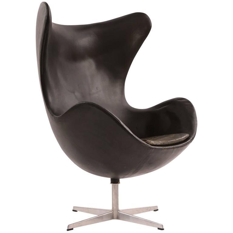 Arne Jacobsen for Fritz Hansen First Generation Leather Egg Chair For Sale