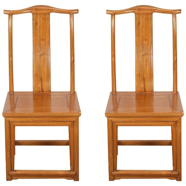 Charmant Pair Of High Back Chinese Chairs Ming Style For Sale