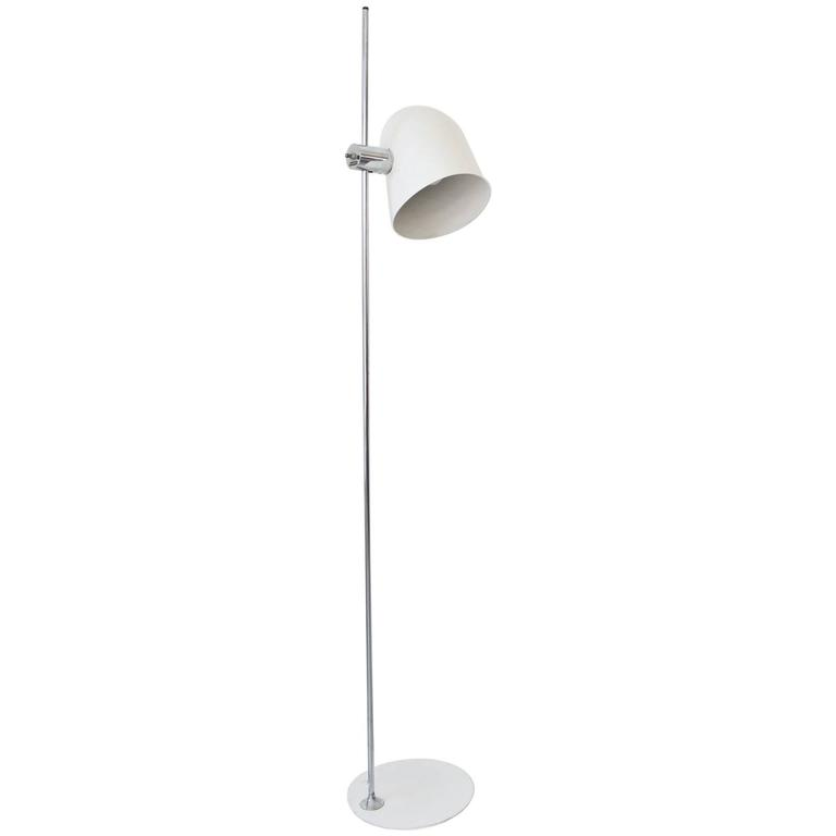 White Enamel Standing Floor Lamp by Robert Sonneman, circa 1970 For Sale