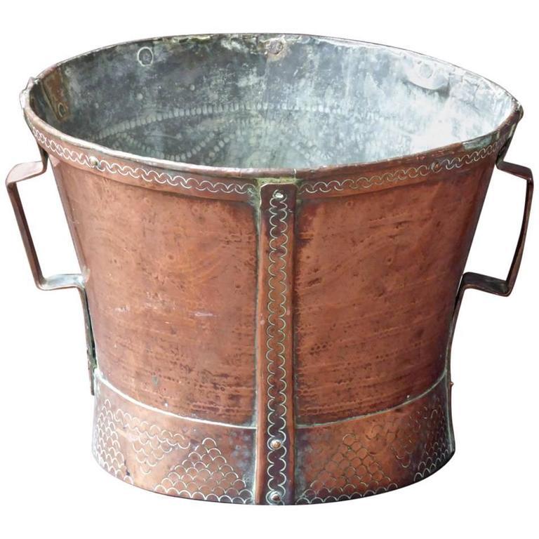 18th Century French Log Holder Or Log Basket For Sale At