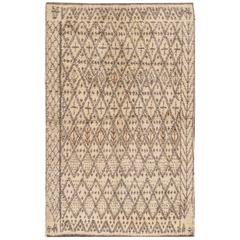 Simply Beautiful Modern Moroccan Style Rug