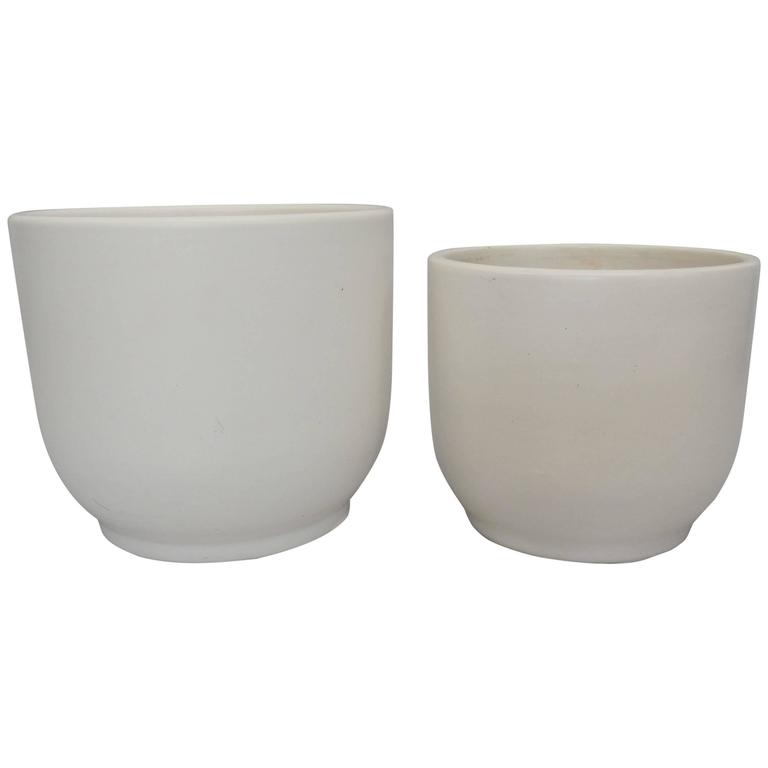 Pair of Matte White Graduated Height Gainey Planter Pots